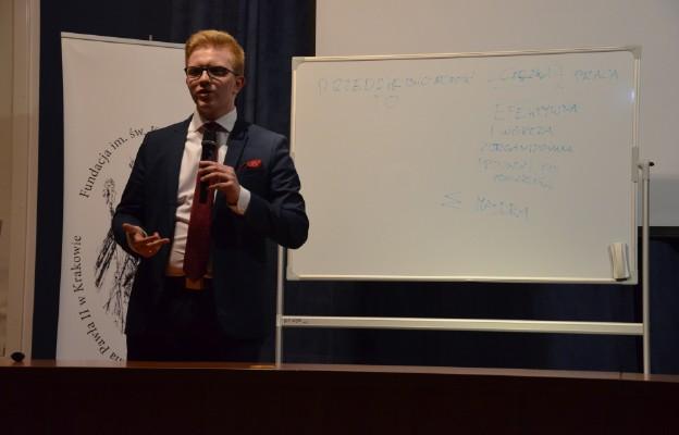 Praca jest wartościowa, kiedy dzięki niej świat staje się lepszy - mówił jeden z prelegentów konferencji Jan Watychowicz