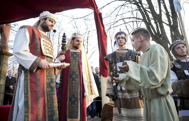 Judasz u arcykapłanów