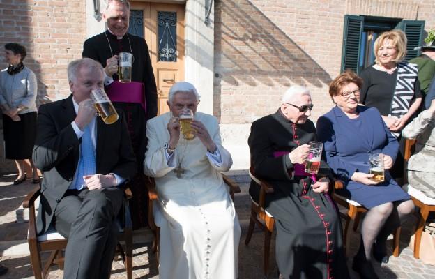 90. urodziny Benedykta XVI