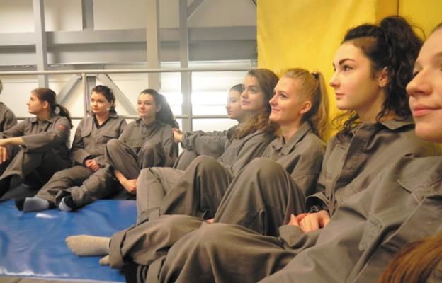 """Uczennice """"Ekonomika"""" na szkoleniu lotniczym na Węgrzech"""