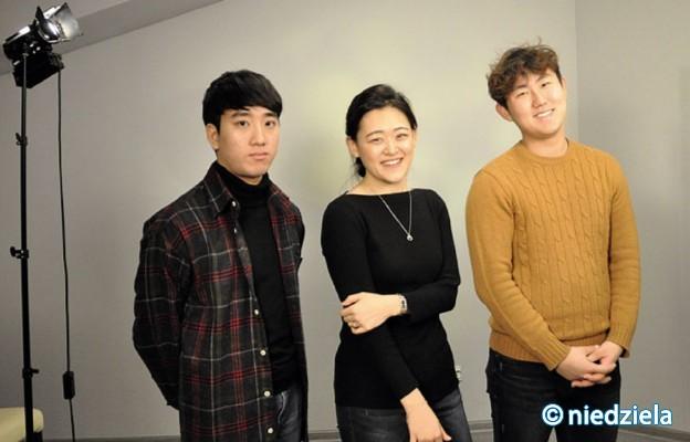 """Koreańczycy w Studiu Telewizyjnym """"Niedzieli"""" w Częstochowie"""