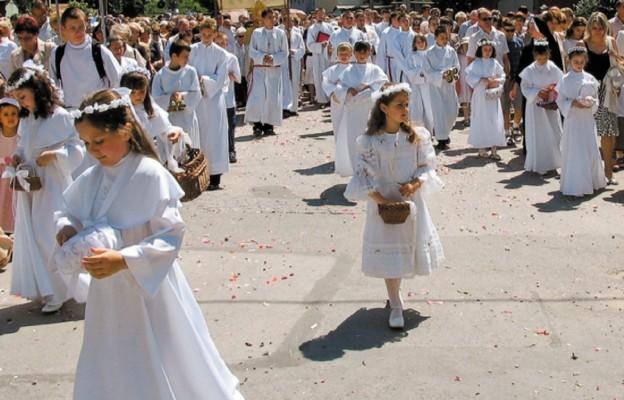 Dzieci komunijne, pamiętajcie odzieciach misji