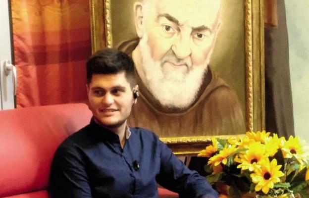 Matteo przy portrecie św. Ojca Pio