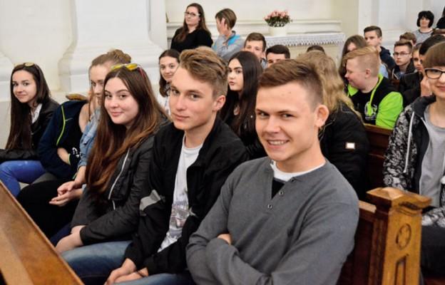 Młodzi na Świętym Krzyżu