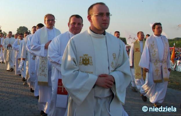 Duchowe usynowienie kapłana
