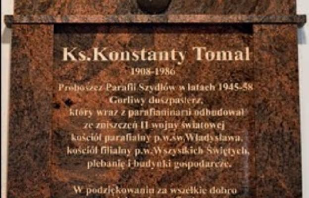 Pierwszego powojennego proboszcza Szydłowa uhonorowano tablicą w kościele parafialnym
