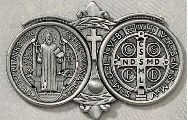 Awers i rewers medalika św. Benedykta