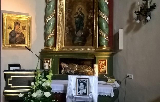 Pod tym ołtarzem spoczywa przyszła błogosławiona, pielęgniarka Hanna Chrzanowska