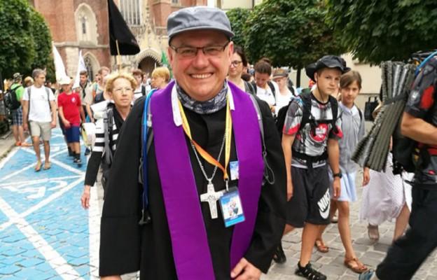 Z wrocławskimi pielgrzymami wyruszył bp Jacek Kiciński