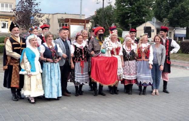 Pamiątkowa fotografia zespołu Polonez