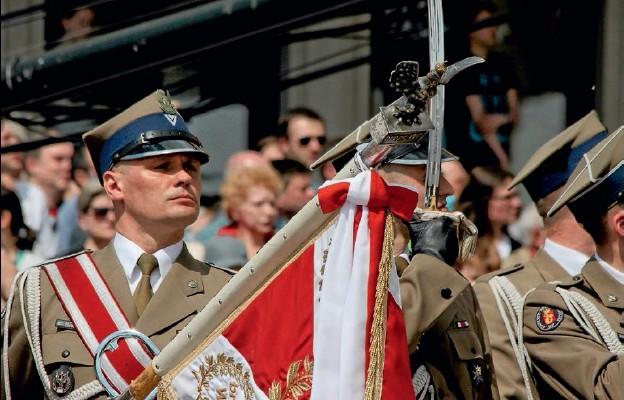 Po odstąpieniu od zasadniczej służby wojskowej obrona kraju skupia się w rękach zawodowej armii