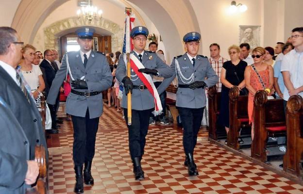 O honor granatowego munduru