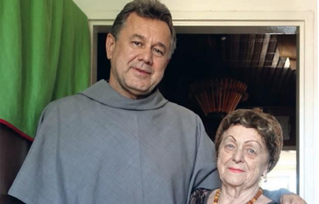 O. Marek Krupa OFMConv z mamą