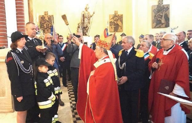 Poświęcenia relikwii św. Floriana dokonał abp Andrzej Dzięga