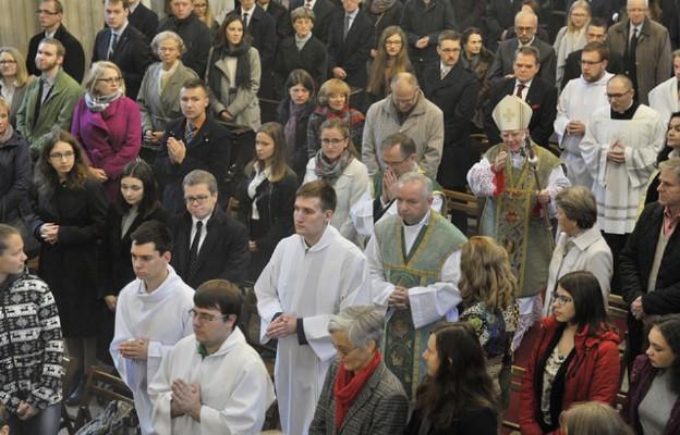 Msza św. w kościele uniwersyteckim św. Anny w Krakowie. Przewodniczy abp Marek Jędrzejewski