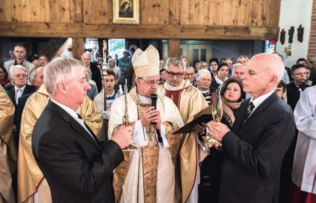 Relikwie św. Jana Pawła II i św. Ojca Pio na Osowie