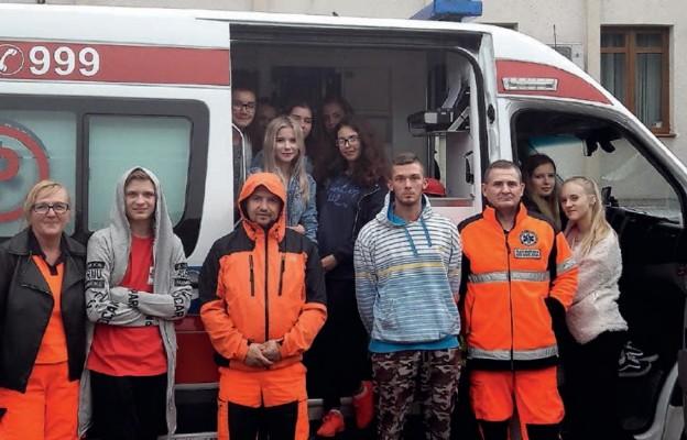 Ekipa młodych ratowników