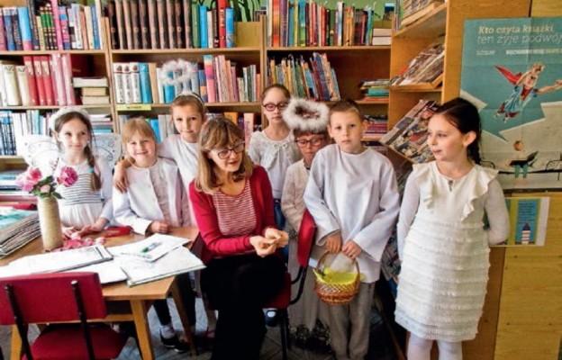 Pracownikom szkoły zostały dostarczone specjalne wiadomości z Nieba w postaci cytatów z Pisma Świętego