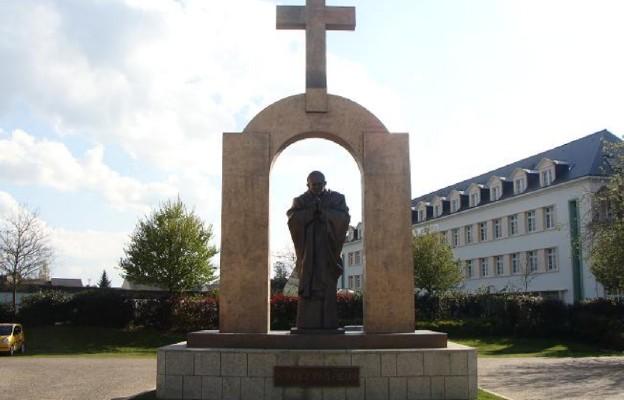 Nie ma św. Jana Pawła II bez krzyża