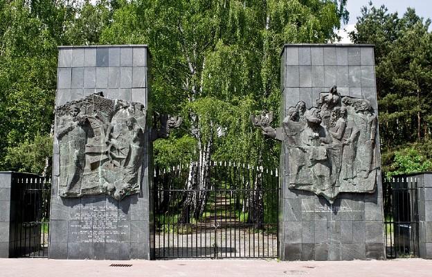Brama cmentarza żydowskiego na Bródnie w Warszawie