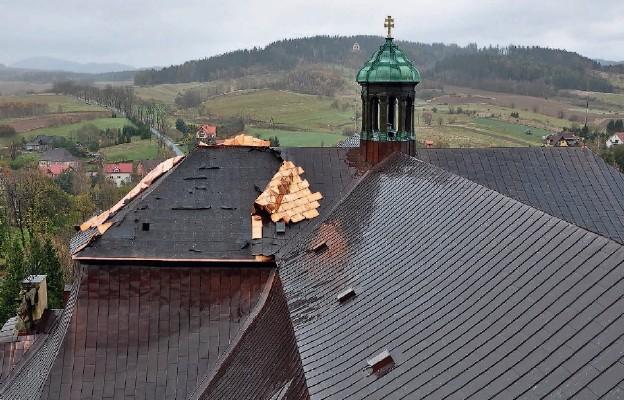 Orkan Grzegorz uszkodził dach bazyliki krzeszowskiej