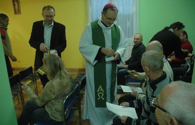 Co Kościół powinien dać ubogim?
