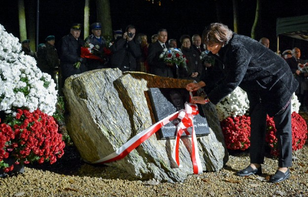 Podczas uroczystości odsłonięte zostały trzy kamienie poświęcone pamięci m.in. prezydenta Lecha Kaczyńskiego