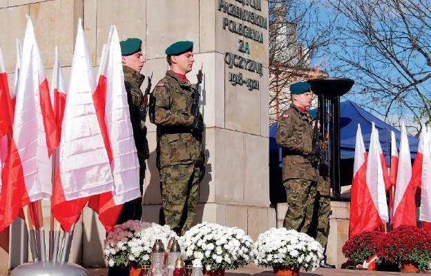 Warta honorowa przy Pomniku Orląt Przemyskich
