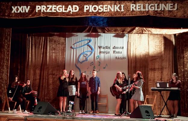Śpiewem chwalili Boga