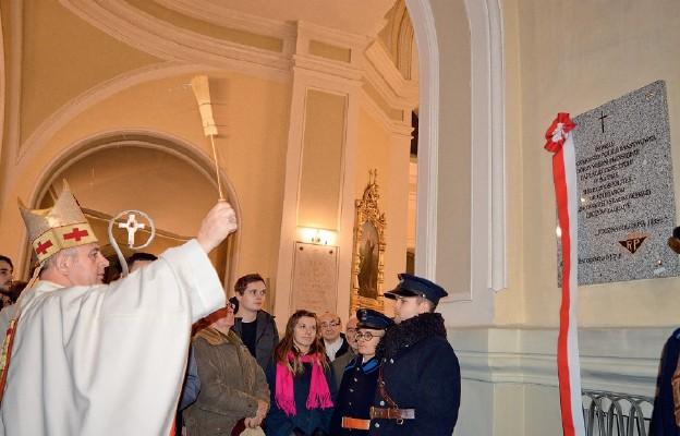 Uczcili pamięć policjantów – wiernych przysiędze
