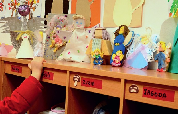 Anioły zrobione przez dzieci pojadą do Afryki jako dar dla maluchów
