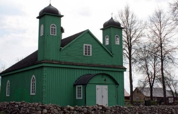 Najstarszy do dziś zachowany meczet i cmentarz tatarski w Polsce znajdują się w Kruszynianach na Podlasiu
