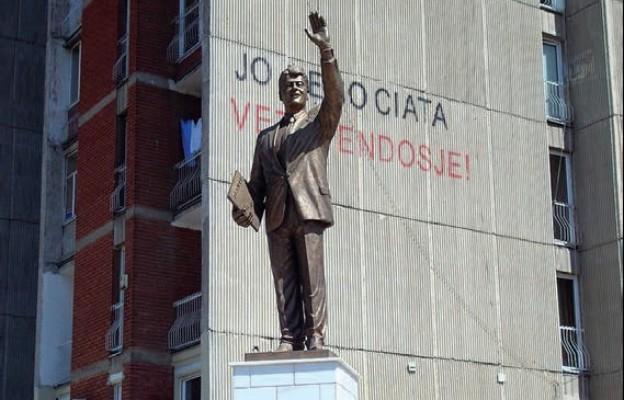 Strzały do wszystkich Serbów