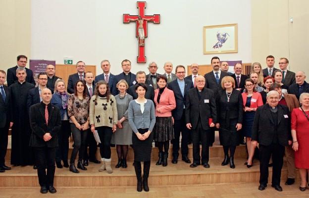 Pamiątkowe zdjęcie organizatorów i uczestników konferencji
