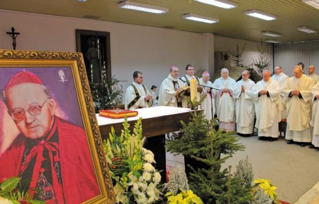 – Bp Wilhelm Pluta był transparentem Boga na naszej ziemi, z którego każdy, kto chciał, kto miał dobrą wolę, mógł odczytać Bożą treść – powiedział bp Lityński
