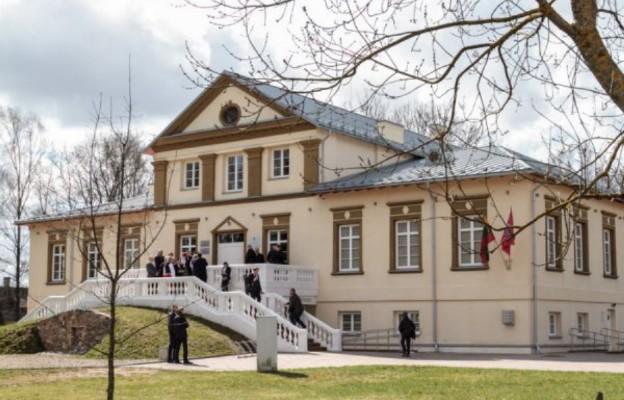 Plac przy pałacu Houwaltów w Mejszagole będzie nosił imię prezydenta Polski Lecha Kaczyńskiego