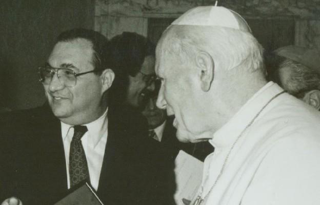 Pierwsze spotkanie Jana Pawła II z Abrahamem Foxmanem, króko po wybraniu go na dyrektora Ligi Przeciw Zniesławianiu w 1987 roku