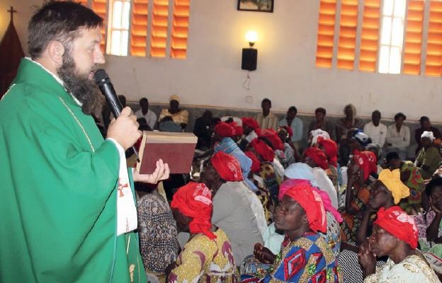 Ks. Dariusz Chałupczyński, obecnie misjonarz na Kubie, przez 10 lat posługiwał w Kamerunie