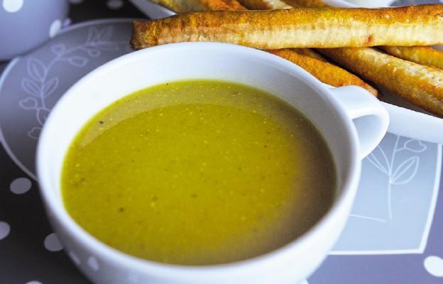 Zupa cebulowa z drożdżowymi paluchami