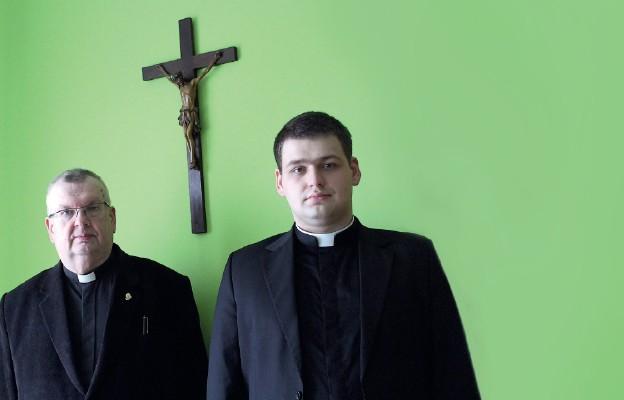 Poznają życie kapłana