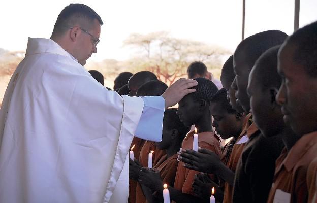 Z modlitwą i piórnikiem w Kenii