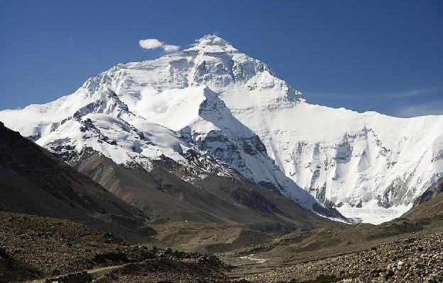 Mount Everest. Ściana północna – widok z drogi do bazy