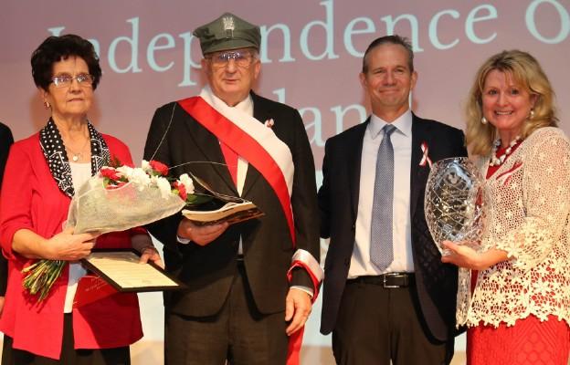 Polacy Roku: p. Kazimiera, p. Kazimierz Cislo, Mayor Lemont John Egofske, wicepres Klubu Polskiego Barbara Kipta-Foran