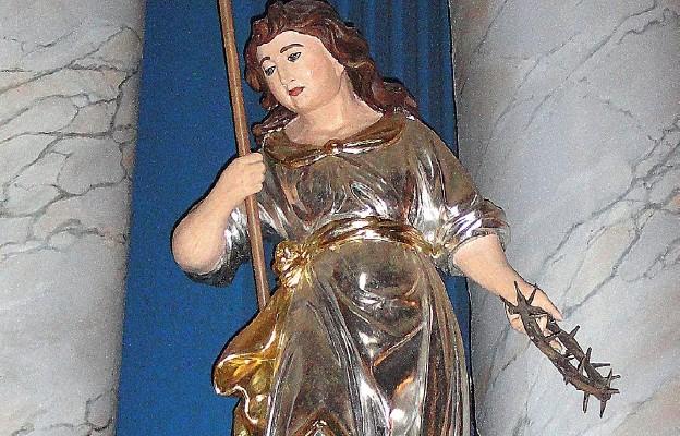 """Jeden z aniołów z """"arma passionis"""" z ropczyckiego sanktuarium Królowej Rodzin"""