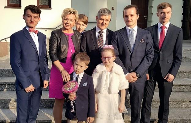 W świątecznym wydaniu: Justyna i Darek Kempińscy z synami i córeczką