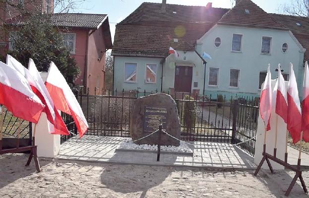 Odsłonięcie Skweru ks. Paula Sawatzke w Jesionowie