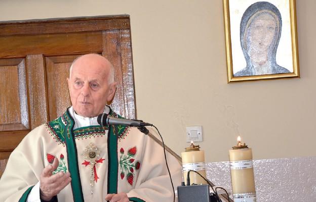 Niestrudzony duszpasterz trzeźwości gościem mitingu AA w Morawicy