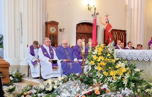Żałobnej Mszy św. przewodniczył bp Tadeusz Pikus