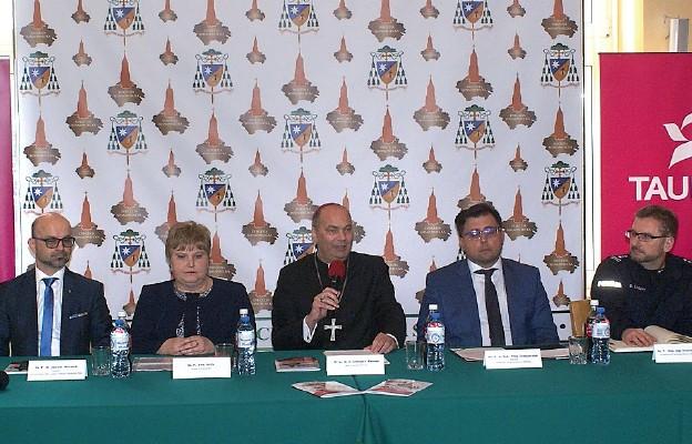 Podczas konferencji prasowej  w Kurii Diecezjalnej w Sosnowcu
