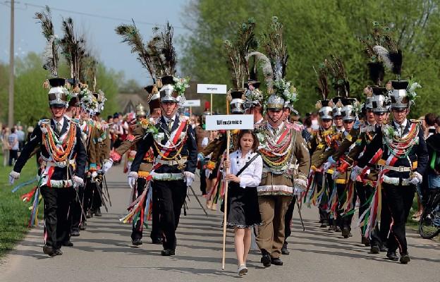 Parada straży grobowych